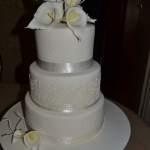 WEDDING CAKE WITH ARUM LILY-1